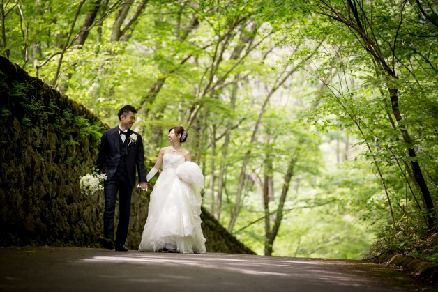 初夏の軽井沢でのご結婚式撮影の写真です
