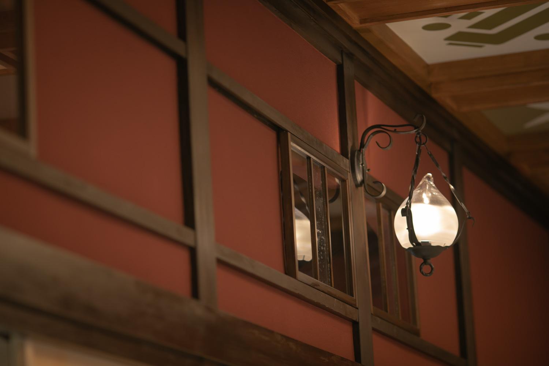 和モダンな和室のランプの写真です