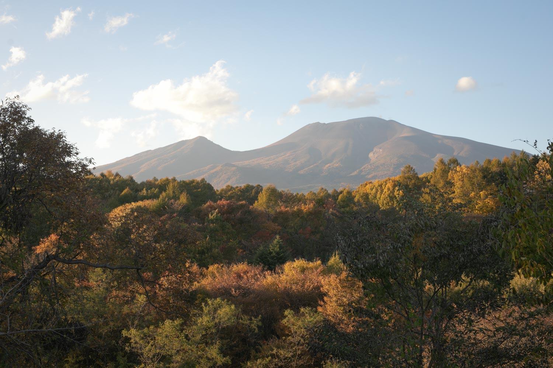 挙式会場から臨む浅間山の写真です