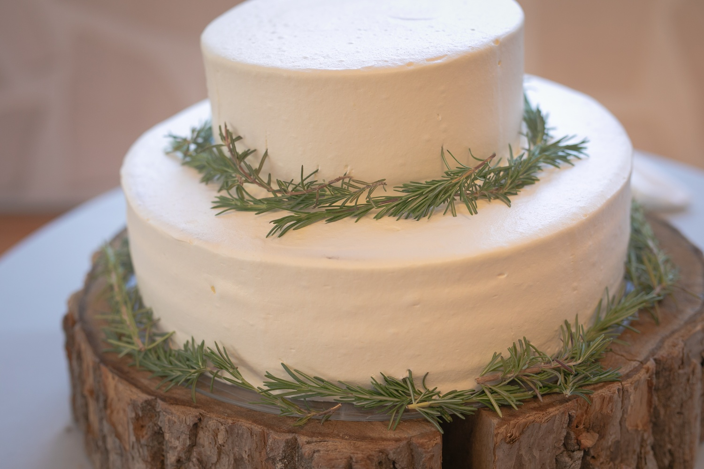 ナチュラル装飾のウェディングケーキ